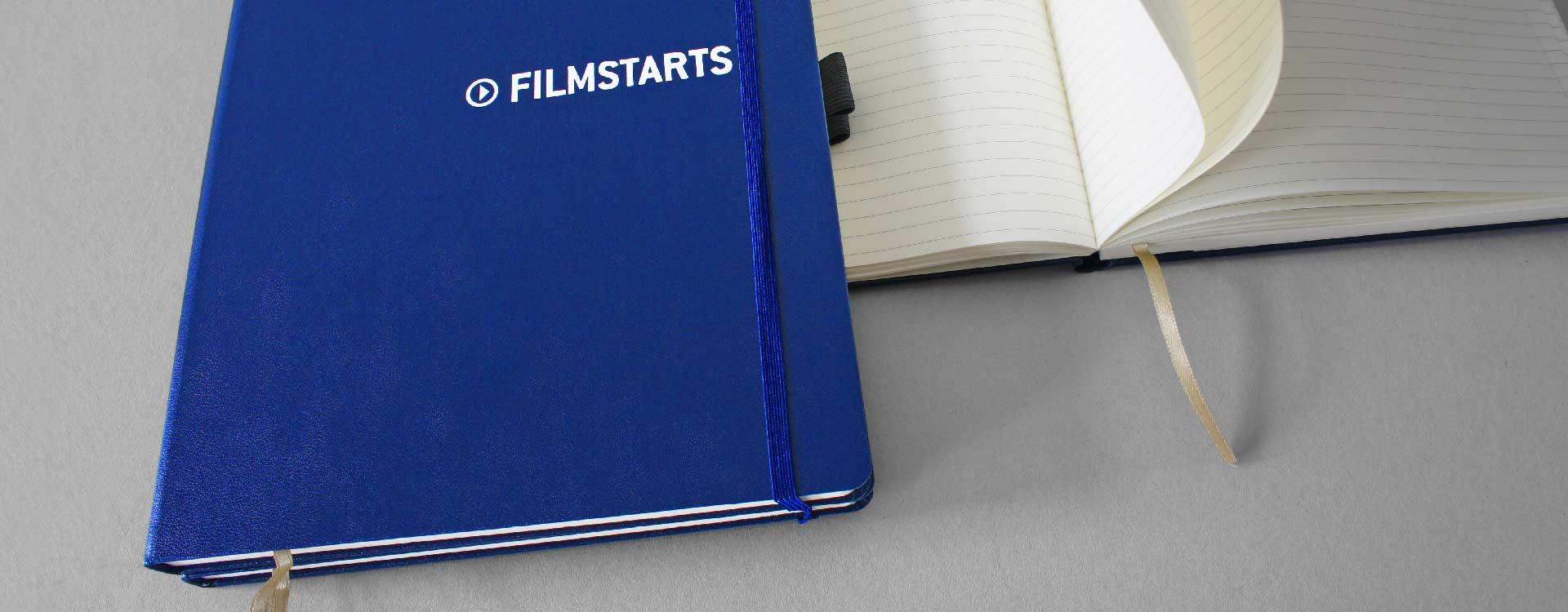 Notizbuch mit dem geprägten Filmstarts-Logo