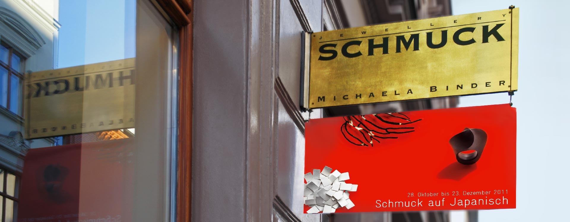 Außenbanner am Firmenschild von der Galerie Michaela Binder; Design: Kattrin Richter |Büro für Grafikdesign