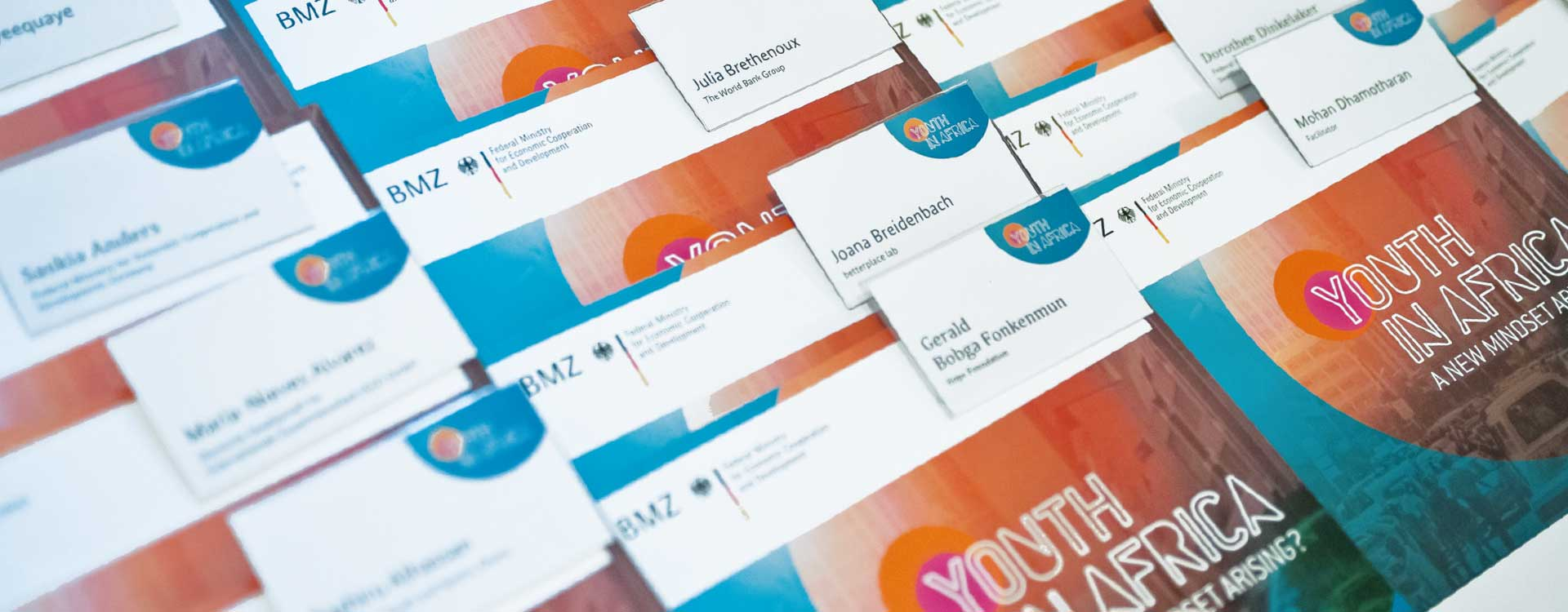 Folders and name badges for the Youth in Africa conference held by the BMZ in the Umspannwerk Kreuzberg, Berlin; Design: Kattrin Richter | Graphic Design Studio