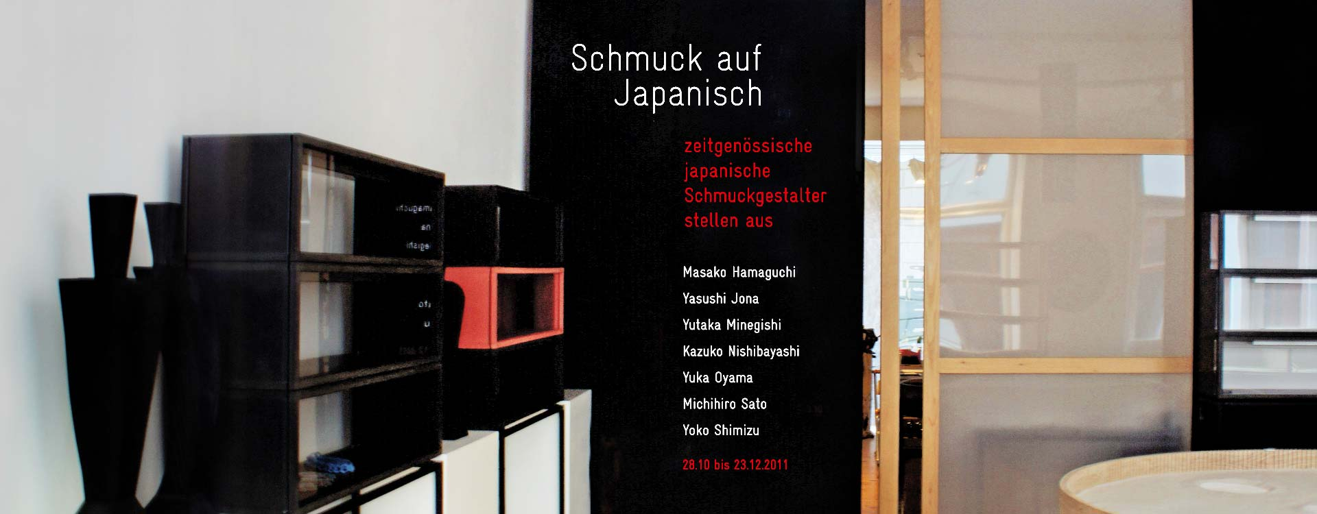 "Folienschnitt an der Wand zur Ausstellung ""Schmuck auf Japanisch"" in der Galerie Michaela Binder, Berlin; Design: Kattrin Richter 