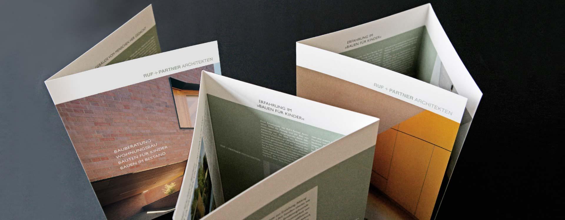 Faltblätter für das Architekturbüro Ruf + Partner; Design: Kattrin Richter |Büro für Grafikdesign